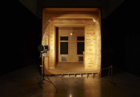Vista de una sala de la exposición Marcel Broodthaers. Una retrospectiva en el Museo Nacional Centro de Arte Reina Sofía. Foto: Joaquín Cortés / Román Lores.