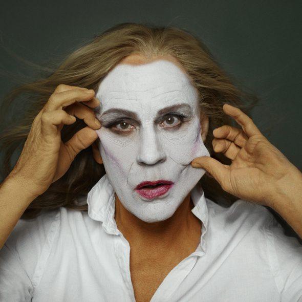 En 1981 la fotógrafa Annie Leibovitz fotografió así a la camaleónica Meryl Streep. Esta es la interpretación de Miller en 2014.