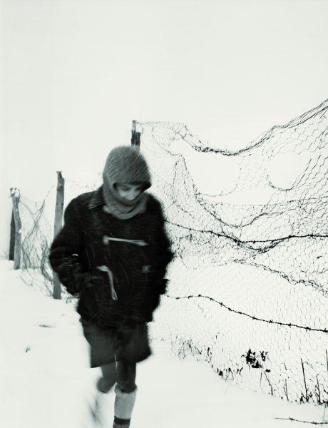 Fotografía titulada 'El niño solo' de Alberto Schommer. 1957.