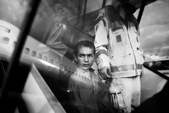 Fotografía de Toby Binder, tercer finalista del Premio Luis Valtueña de fotografía por su reportaje Los niños y niñas de Peace Village. Pincha aquí para ver el reportaje completo.