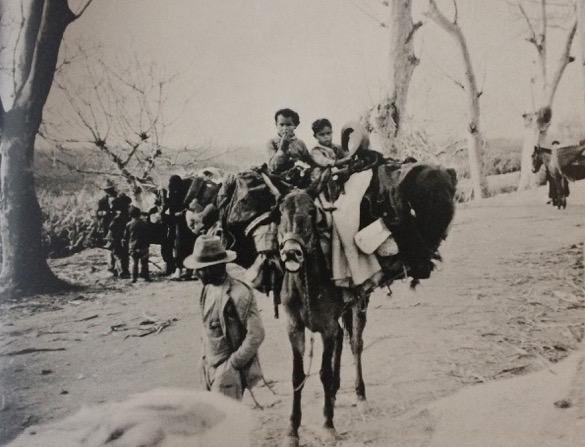 Una malagueño huye con sus hijos, sus ropas y la tristeza por su ciudad perdida.