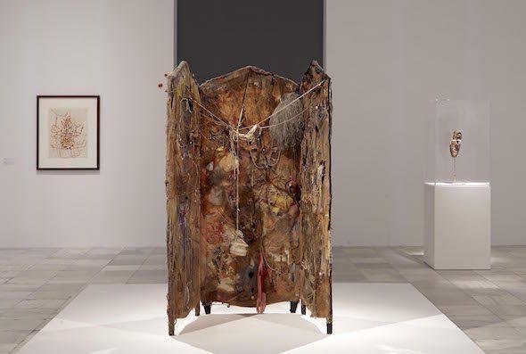 Vista de sala de la exposición de Bruce Conner en el Reina Sofía de Madrid.