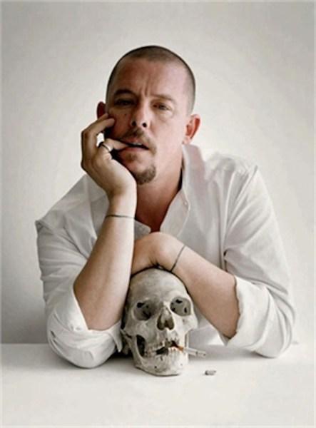 El diseñador Alexander McQueen.