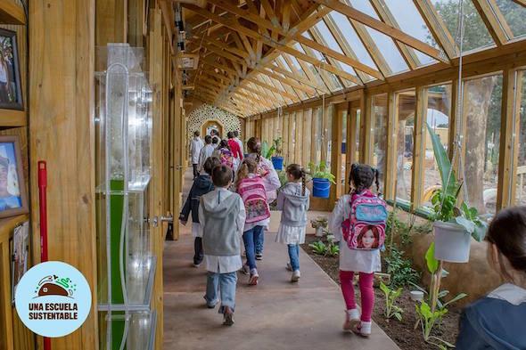 Interior de la Escuela Sustentable.