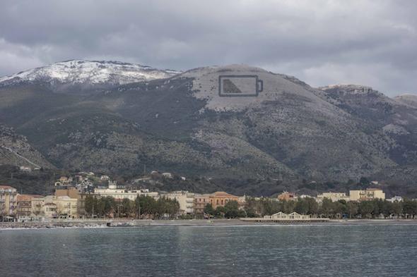 Recreación por ordenador de cómo quedará la acción de Escif en el monte Olivella de Italia.
