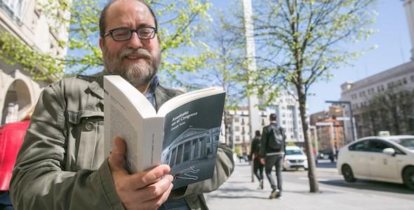 El escritor Chesús Yuste, autor de 'Asesinato en el Congreso'. Foto: Javier Cebollada.