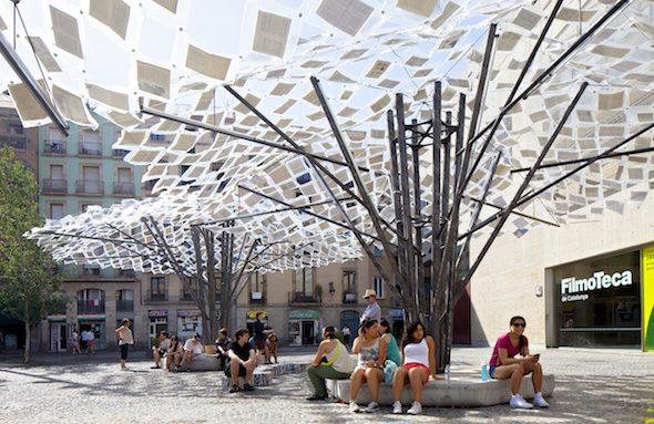 Instalación de los libros perdidos en Barcelona. Foto: Javier Callejas.