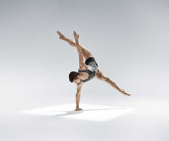 Coreografía Rust de Nacho Duato para la Martha Graham Dance Company.