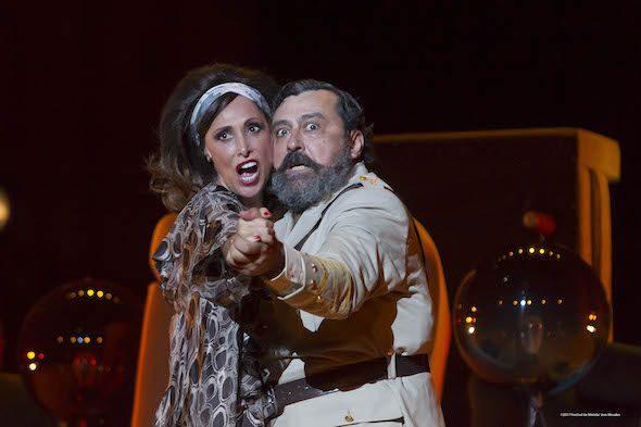 María Barraco y Paco Tous en La comedia de las mentiras. Foto: Jero Morales