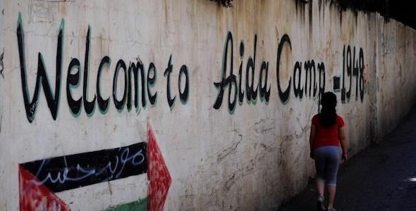 Entrada al campo de refugiados Aida Camp.