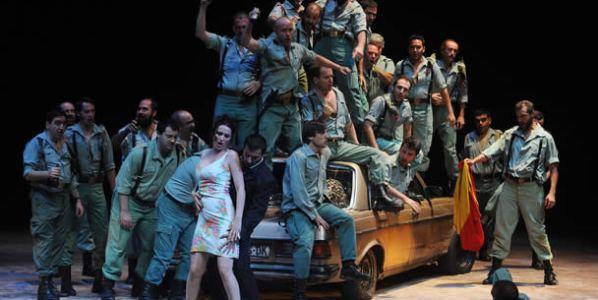 Una escena de la puesta en escena de Carmen ideada por Calixto Bieito.