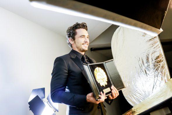 El actor y director James Franco con la Concha de Oro por su película 'The disaster artist'. Foto: Montse Castillo.