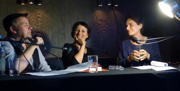 Lectura en castellano y alemán de textos de Esther Andradi (centro) y de Elsye Suquilanda. Foto: C.M.S.