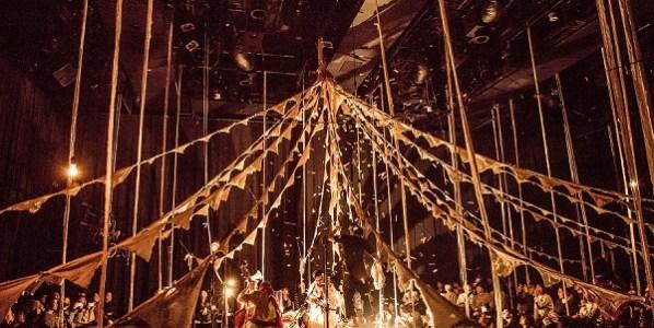 La enigmática carpa del Circo De Sastre. Foto de Ryo Mitamura.
