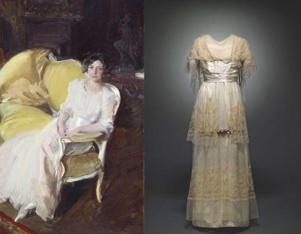 A la izquierda, Clotilde sentada en un sofá, 1910. Joaquín Sorolla y Bastida. Museo Sorolla, Madrid. A la derecha, vestido, hacia 1912. Satén, tul de seda e hilos metálicos. Museo del Traje, Madrid.
