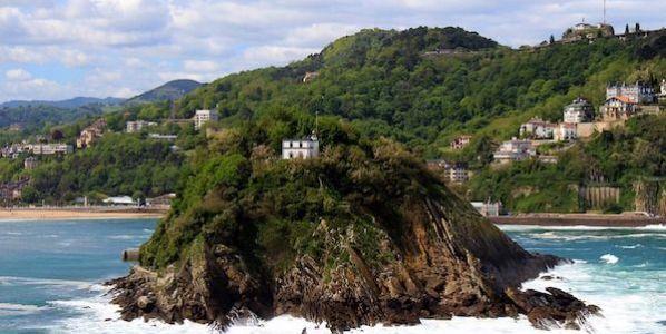 La isla de Santa Clara en San Sebastián, ciudad en la que más envases de vidrio se reciclan en España.