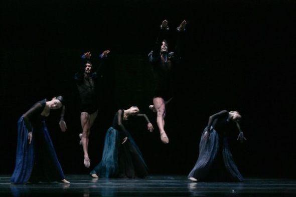 Coreografía 'Por vos muero' de Nacho Duato. Fotografía de Jesús Vallinas.