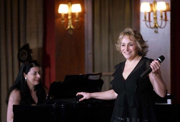 La soprano estadounidense Patricia Racette acompañada al piano por su mujer,Beth Clayton, en el Teatro Real de Madrid. Foto: Javier del Real.
