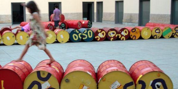 'Gatos', una instalación creada por el colectivo Basurama en Brasil con materiales reciclados.