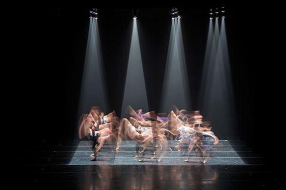 La Compañía Nacional de Danza anoche interpretando Hikarizatto de Itzik Galili.