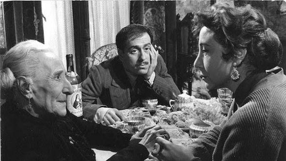 Un fotograma de la película 'El pisito'.