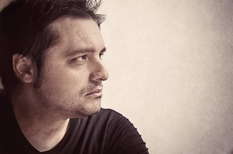 El escritor Miguel Ángel Zapata.