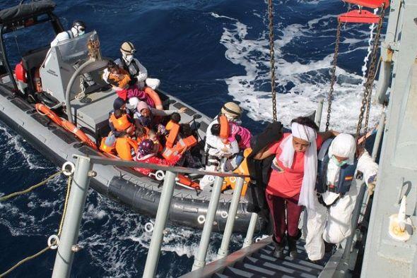 112 inmigrantes rescatados en aguas del Mediterráneo por la fragata 'Canarias' en 2015. Foto: Armada española.