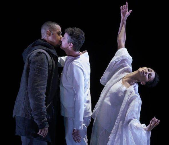 De izquierda a derecha, el bajo barítono Davone Tines, el contratenor Philippe Jaroussky y la bailarina Nora Kimbal-Mentzos. Foto: Javier del Real.