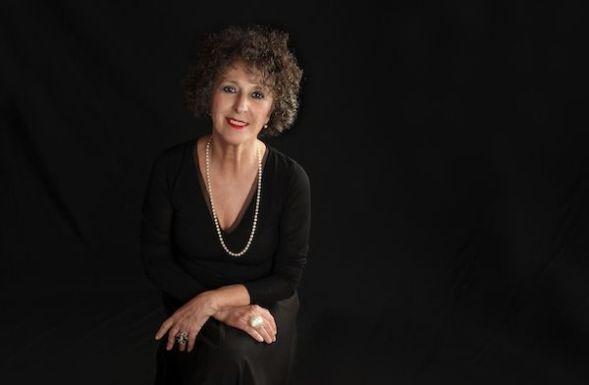 La escritora Lola López Mondéjar.