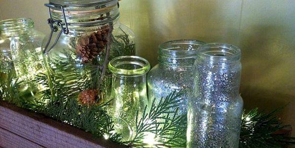 Decoración navideña realizada con botes de vidrio. Foto: ecologismos.com