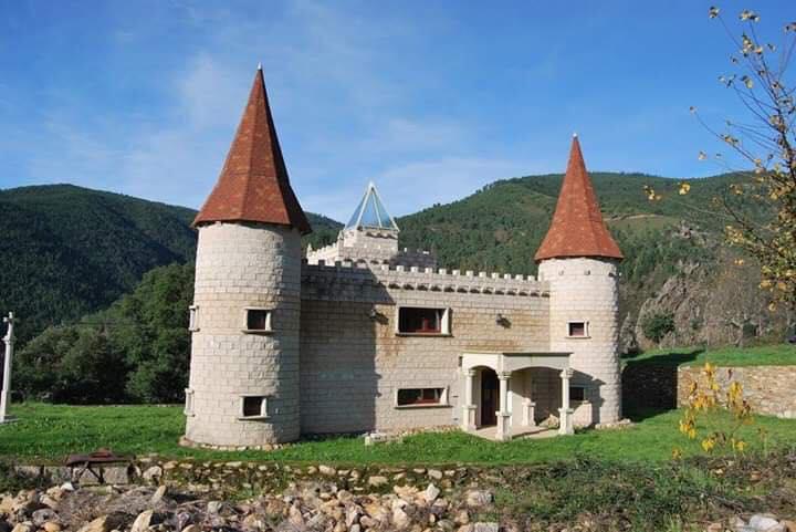 La casa Exin Castillos cerca de la Aldea de Covas en Galicia. Foto: Juan Osorio.