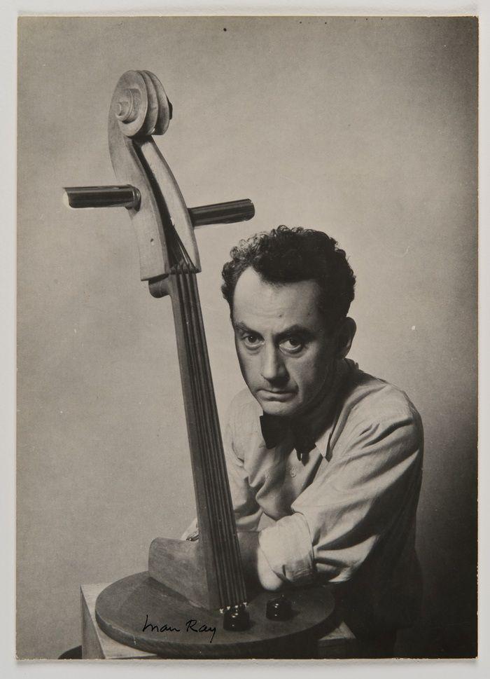 Autorretrato de Man Ray en 1935. © Man Ray Trust, VEGAP, Madrid, 2019.