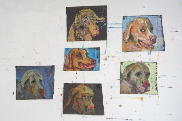 Las cabezas de perro de Armando Seijo para el relato de Ana Esteban en la galería Mad is Mad.
