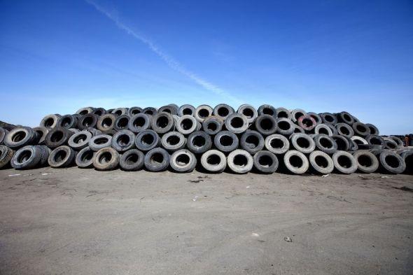 Almacén de neumáticos retirados para su reutilización. Foto: Signus.