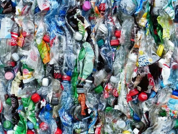 Botellas de plástico. Foto: Pixabay.