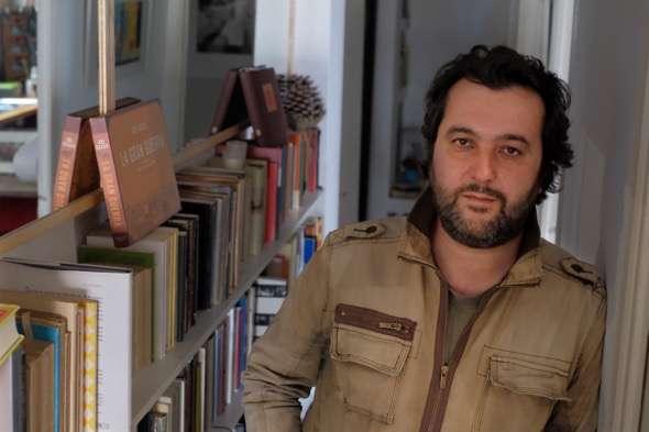 El escritor y periodista Álvaro Colomer. Foto: Marta Calvo.