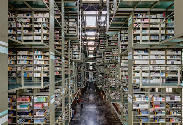 Contra la ley de conservación del libro. Biblioteca Vasconcelos en Ciudad de México.