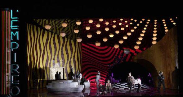 Plano general de parte de la escenografía de David Alden para La Calisto de Cavalli en el Teatro Real. Foto: Javier del Real.