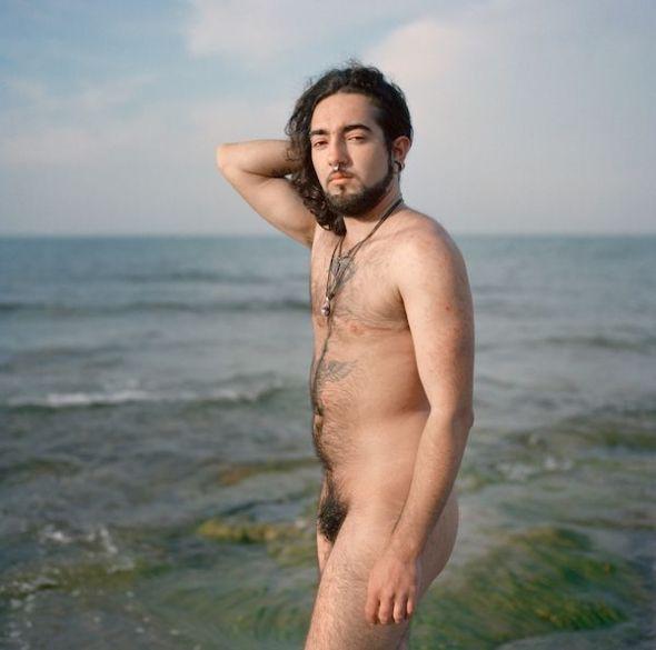 El fotolibro «Gabriel» es un retrato visual de la transición de Gabriel a lo largo de seis años. Foto: Mar Sáez.