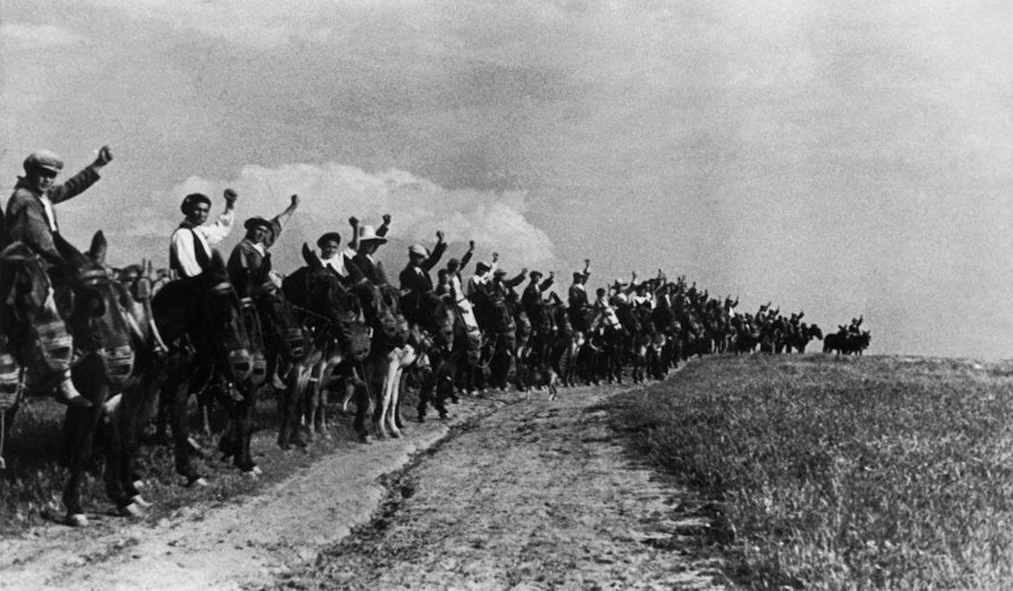 1936. Un 25 de marzo silenciado: revuelta campesina en Extremadura. [Historia] Campesinos_de_Extremadura-25-marzo