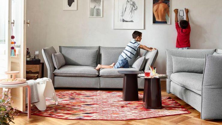 Salón de diseño con mobiliario Vitra y nanimarquina