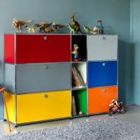 Una habitación de niños sin mobiliario infantil