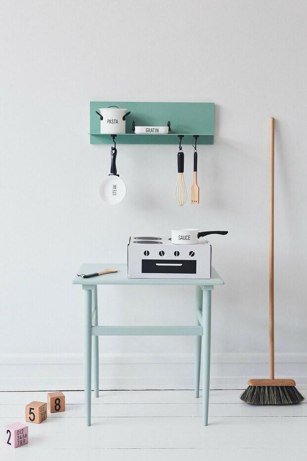Design Letters Kids. Cocinita de cartón. Tipografía de Arne Jacobsen. Diseño para niños