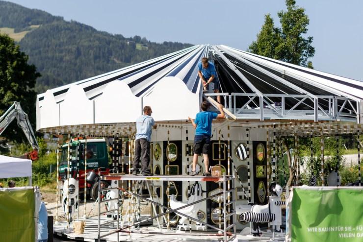 Carousel Jaime Hayon Swarovski Kristallwelten. Construcción