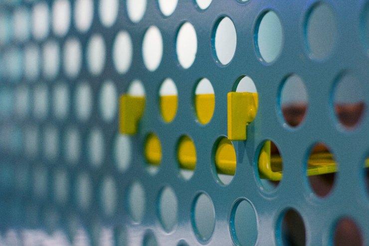 Estanterías metálicas erforadas en Supermoments Valencia