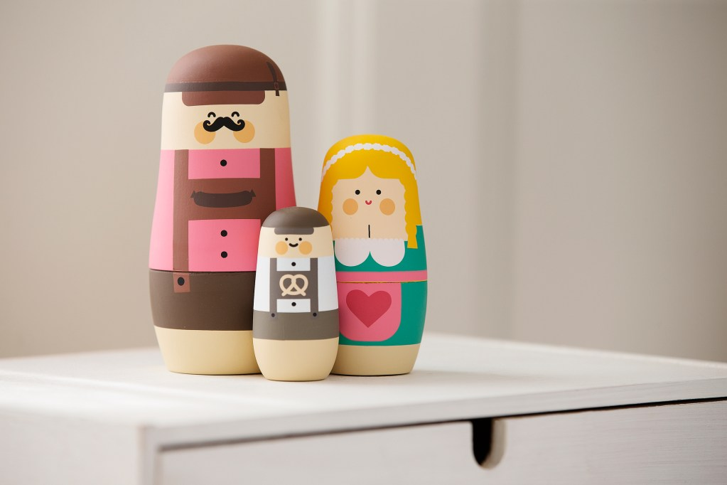 Matrioskas, muñecas rusas, nesting dolls. Oktoberfest