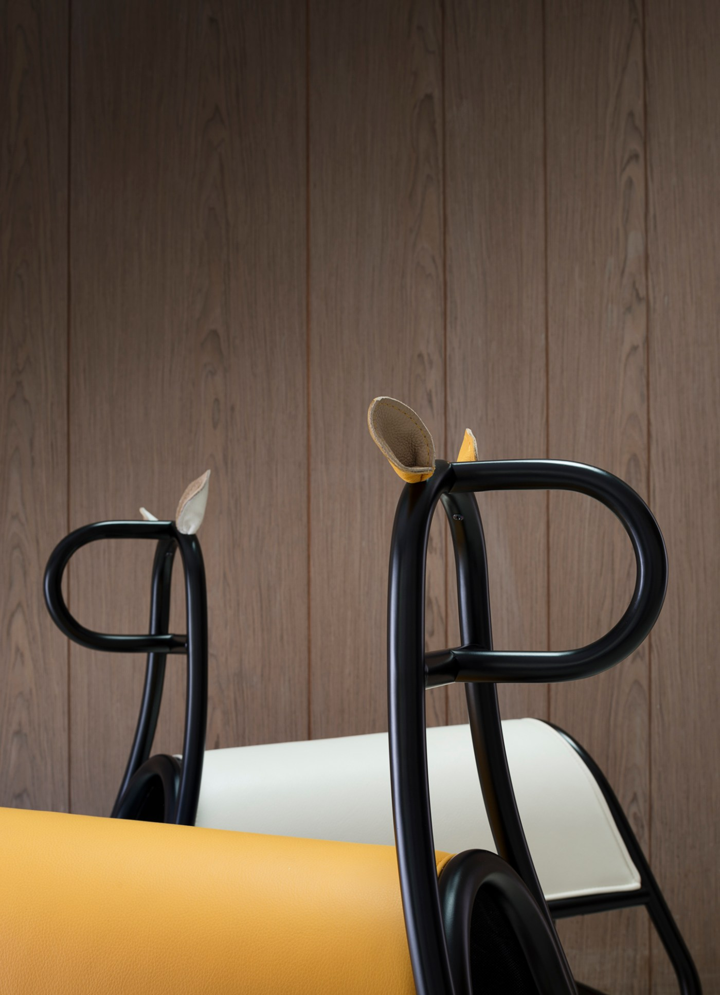 mecedora caballito de diseño moderno. Front para Thonet