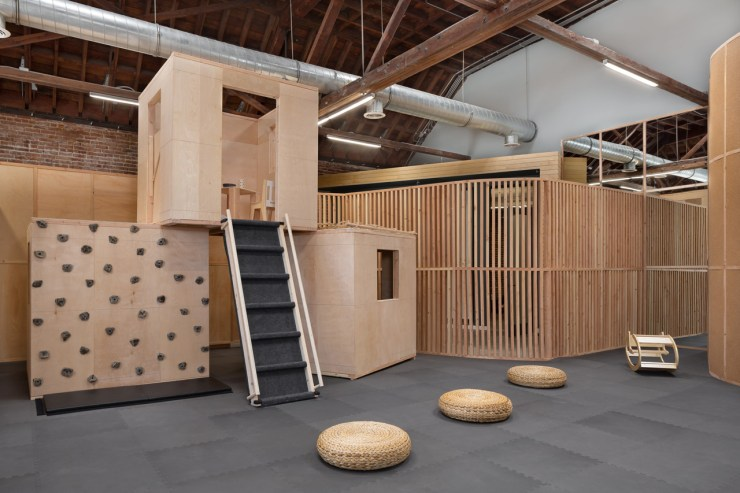 Big and Tiny. Guadería y coworking. Kids friendly. Madera. Silver Lake. Playground