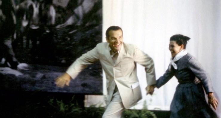 Charles y Ray Eames  cogidos de la mano. Retrato