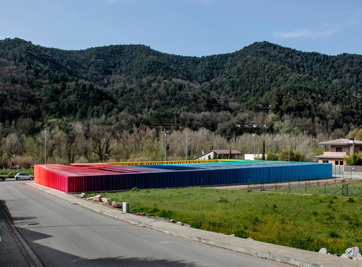 Guarderia El Petit Comte llar d'infants. RCR Arquitectes. Vista general arco iris